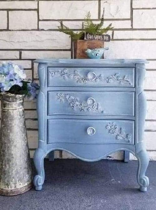 trash to treasure:how to whitewash furniture using Dixie Belle Paint products