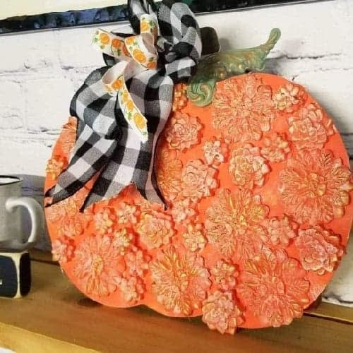 DIY punkin using gorilla glue sticks and molds, perfect added toch for home decor